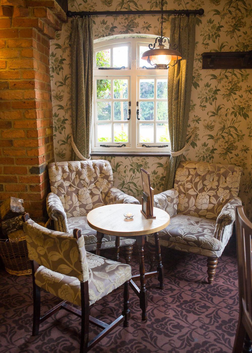 White Horse Destination Inns Dining Amp Pub In Bourne End